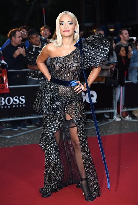 Больше тела: Кейт Бекинсейл, Рита Ора и другие звезды на вручении премии GQ в Лондоне